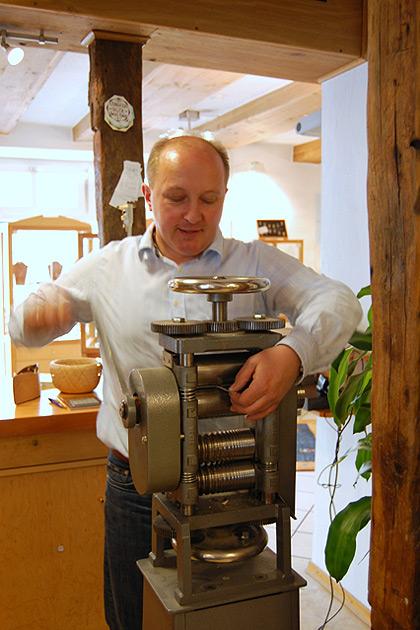 Bei der Arbeit. | nh Goldschmiede Norbert Hamm | Attendorn